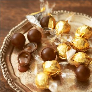 Willie's Cacao - Gorgeous liquid centre of the Milk Salted Caramel Pearls - All Natural